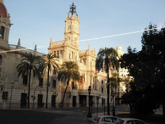 商品取引所 - Picture of La Lonja de la Seda, Valencia - TripAdvisor