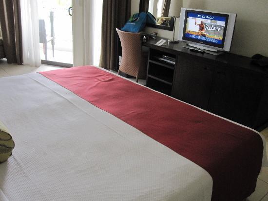 Radisson Blu Resort Fiji Denarau Island : room King bed