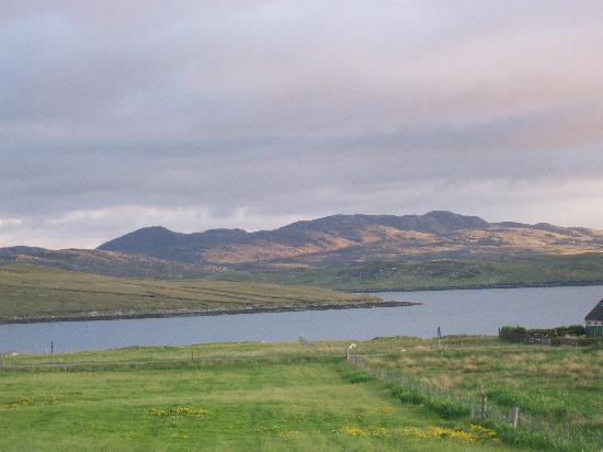 Loch Roag Guest House: View from the back of the guest house