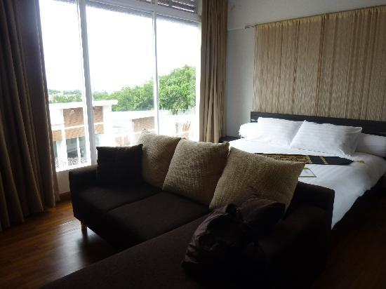 Villareal Heights: Oceanview Suite