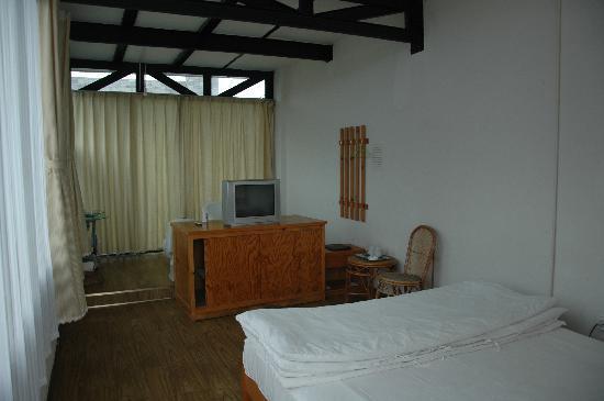 Fengyue Landscape Inn : room