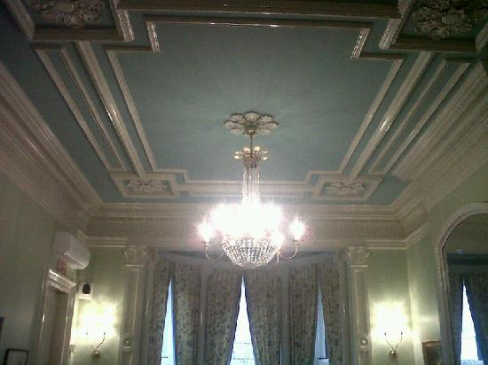 The College Club of Boston: Meeting room ceiling