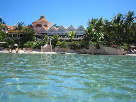 Coco Reef Tobago: Coco Reef from the Lagoon