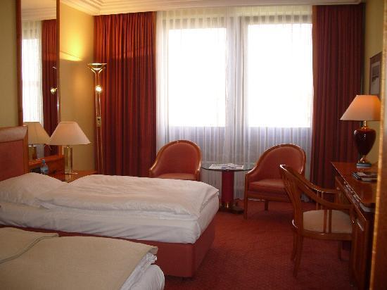 ツインルーム Bild Von Hotel Mondial Berlin Tripadvisor