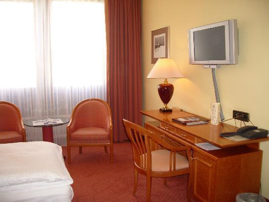Hotel Mondial: ツインルーム
