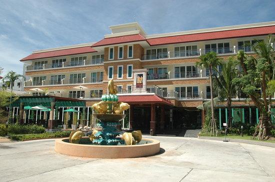 R Mar Resort and Spa: 比較的新しいので綺麗な外観です