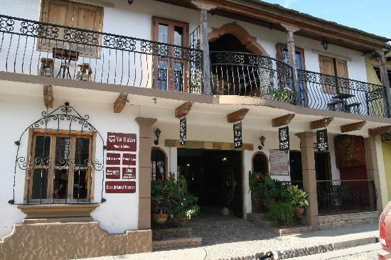 Yat B'alam Boutique Hotel: Yat B'alam hotel entrance