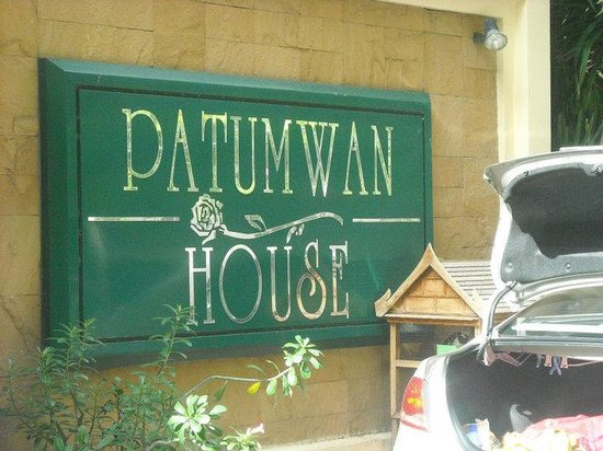 Patumwan House: Hotel Sign