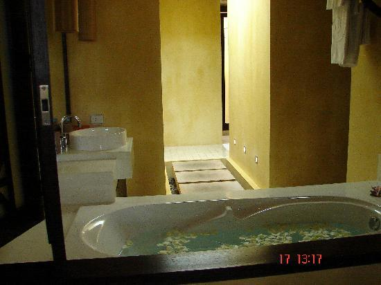 New Star Beach Resort: The wonderful bath tub