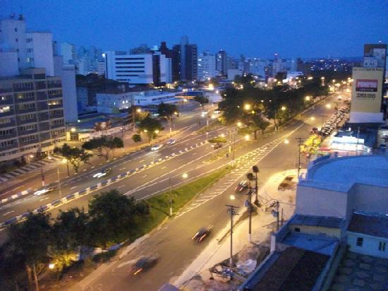 Ibis Campinas : Ave. Aquidaban from the room window.