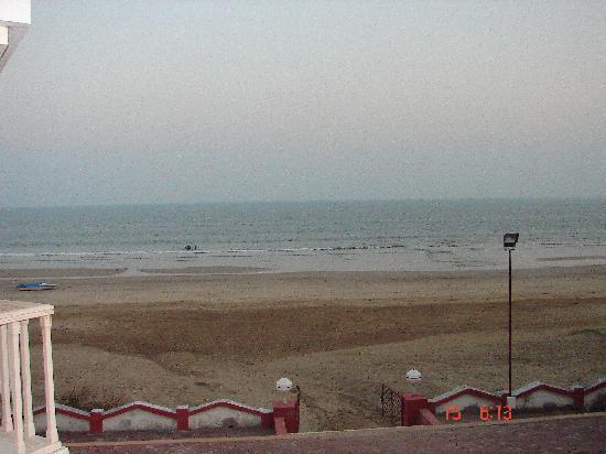 Sugati Beach Resort: beach view from the room