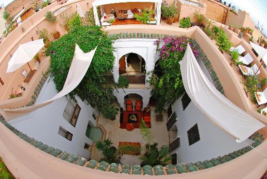 Riad Mabrouka Marrakech: Patio vu de la terrase