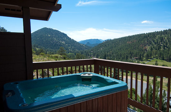 Wildwood Inn: Your private hot tub with fabulous views