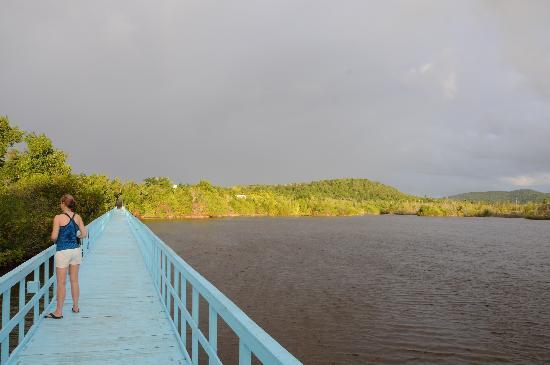 Sol Rio de Luna y Mares: The bridge across the lagoon