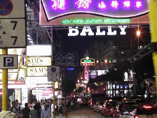 Die Nathan Road bei Nacht