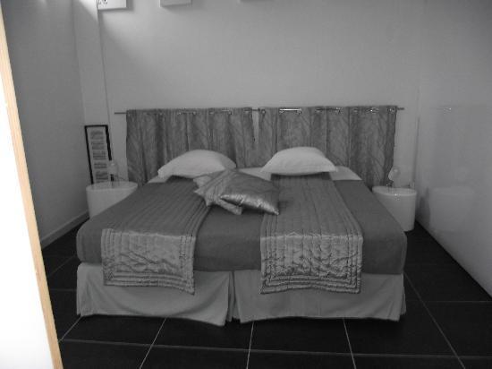 Chateau de Touny Les Roses : la chambre