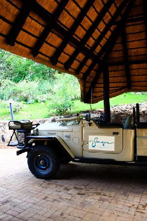 Singwe River Lodge: The game drive vehicle