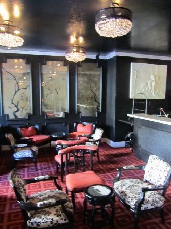 Maison 140 Beverly Hills : Noir Bar downstairs