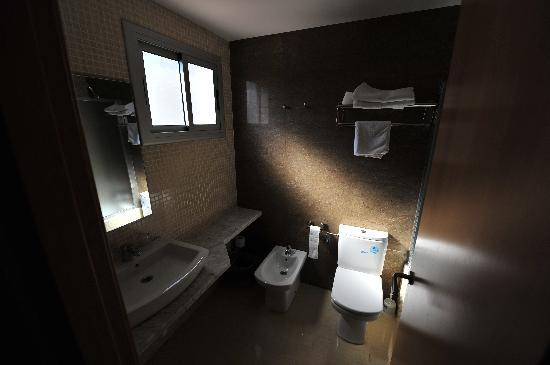 Atlas Hotel : Room 404 - the bathroom
