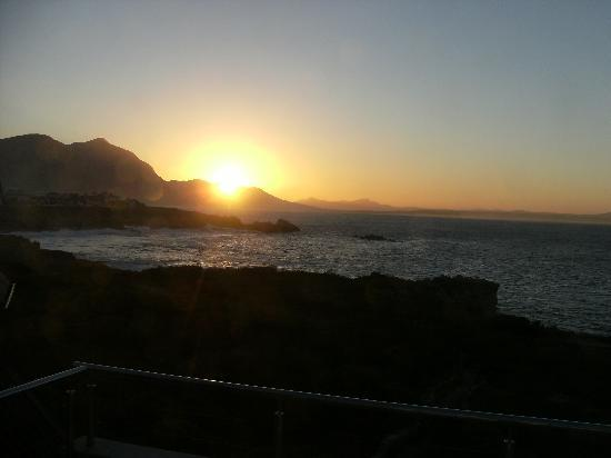 Ocean Eleven Guesthouse: Dawn view
