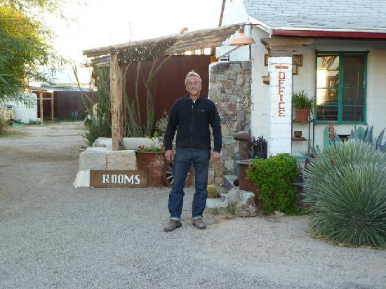Salome, AZ: Randy heading off to work on more rooms