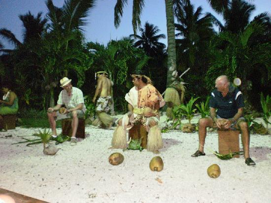 Te Vara Nui Village: Learn how to choose coconuts, husk them and grate them