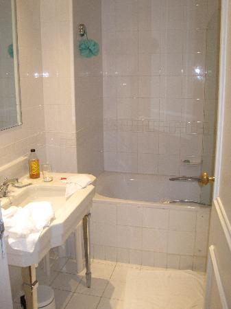 Hotel Phoenicia: View of sink and partial bathtub (shower & door would be to the right)
