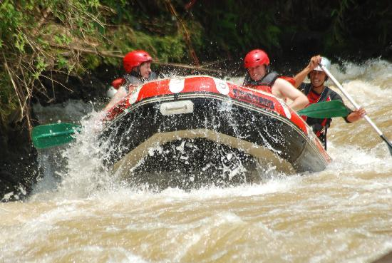 Ocean Queen Resort: Rafting on Citarik River