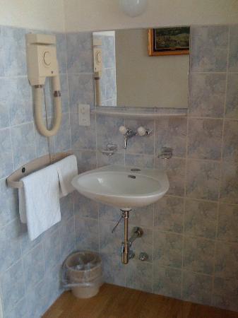 Hotel Carmen: sink in room