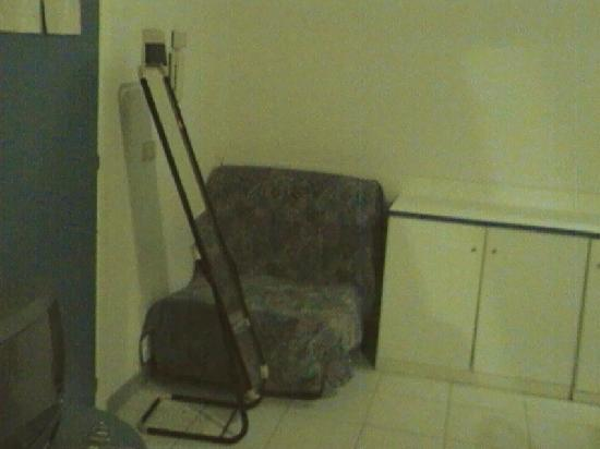 Hotel Residence Mediterraneo: 1 chair in a DOUBLE ROOM?