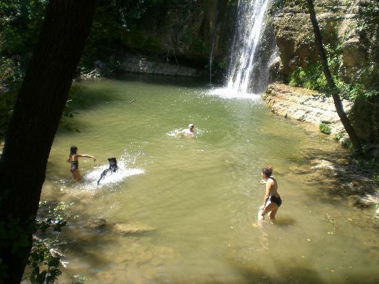 Roccafluvione, Italy: Das Wasserfall, es hat spass gemacht!