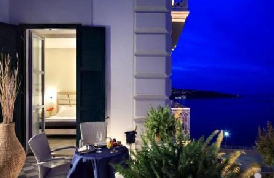 Hotel Mediterraneo Sorrento: Feel the emotion with us...