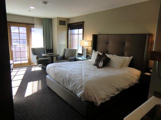 The Oxford Hotel: Zimmer mit Sitzecke und King-Bett