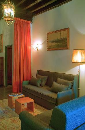 Girona Medieval Suites Apartments : Girona Medieval Suite Apartment, dinning room