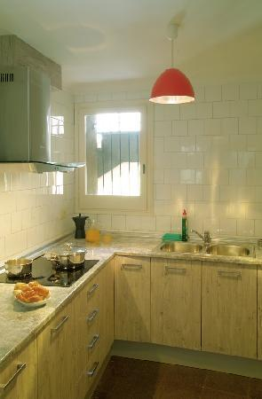 Girona Medieval Suites Apartments : Girona Medieval Suite Apartment, kitchen