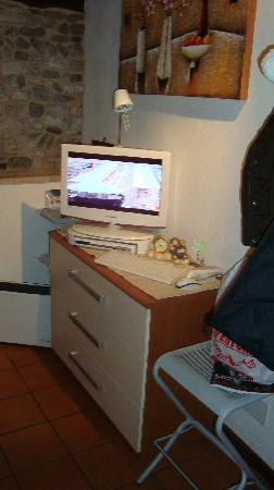 Il Borgo: LCD/INTERNET