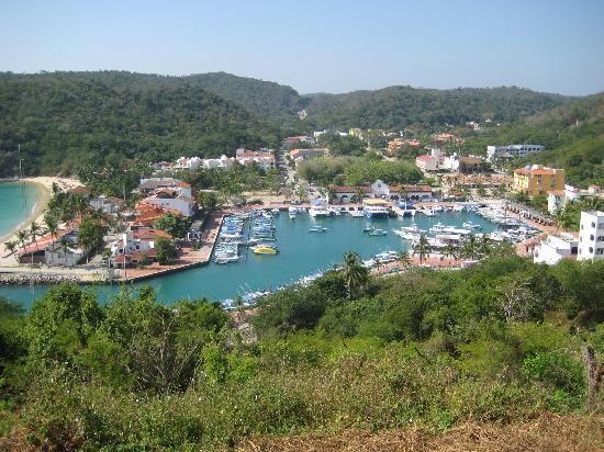 Huatulco Activities: Santa Cruz Harbor