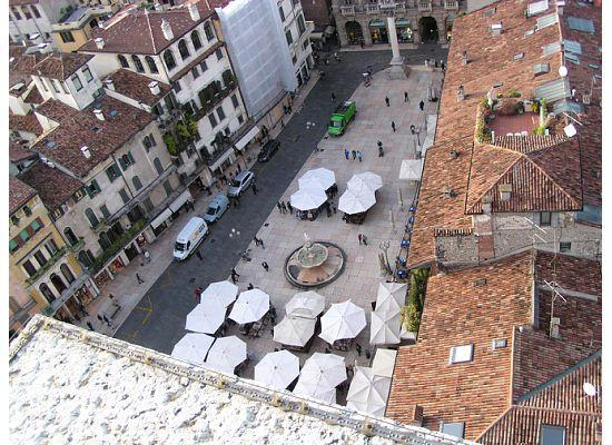 Torre dei Lamberti: View of Piazza Erbe from tower