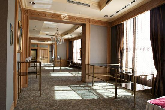 InterContinental Almaty Hotel: Abai Khan Foyer