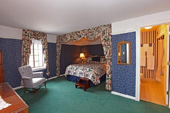 The Red Coach Inn Historic Bed and Breakfast Hotel : One of 16 Suites