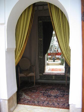 Riad Dar Oulhoum: reflet du patio