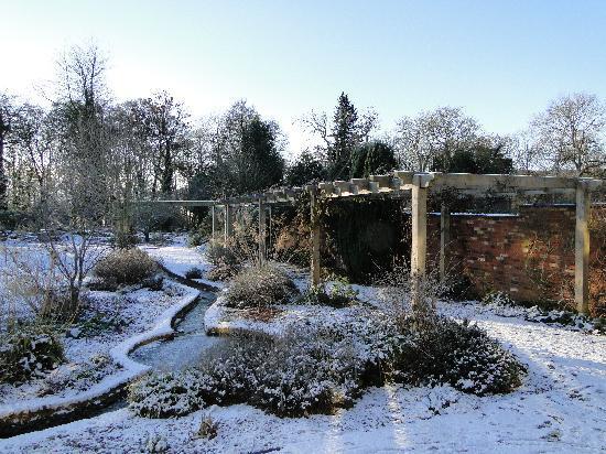 Middlemoor Barn Garden in Winter