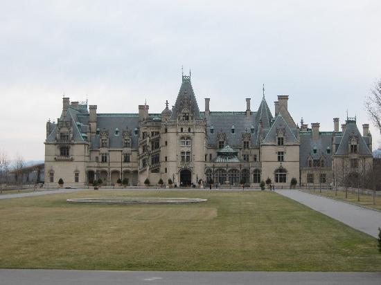 The 1899 Wright Inn and Carriage House : A visit to the Biltmore Estate is a must!