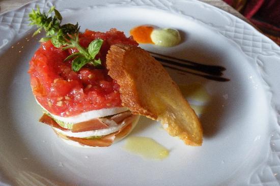 Betancuria, Spain: Milhojas de queso de cabra y tomate, un entrante ligero