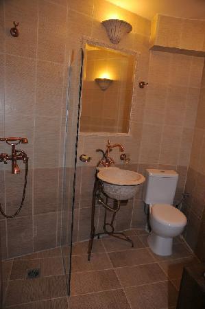 Archontiko Polymnia : bathroom