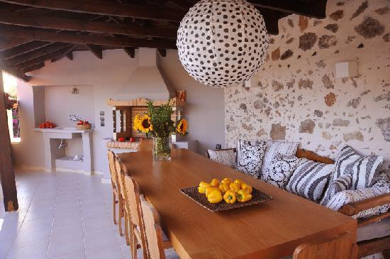 Archontiko Polymnia : furnished dining area - barbecue