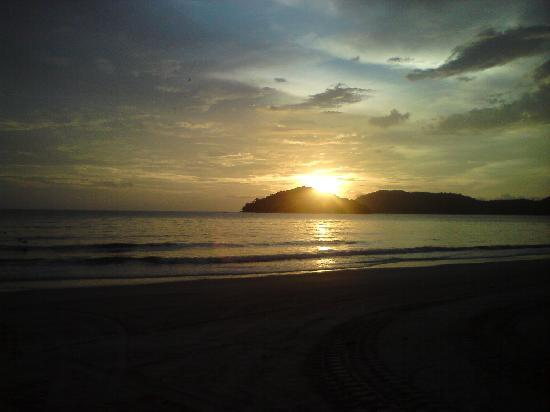 Lagenda Permai Chalet: Sunset at Pantai Cenang