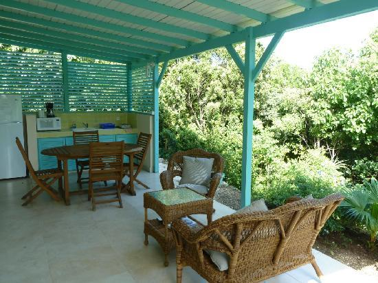 Oasis Creole: Studio Nevis, private terrace with well-equiped outside kitchette