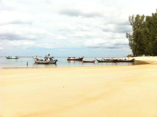 Nai Yang, Thailand: plage publique à 3 min de l'hotel