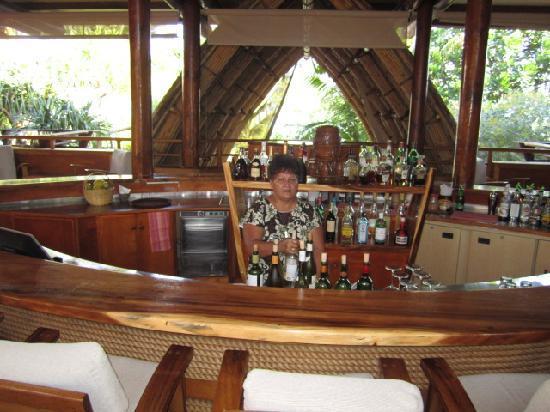 Le Taha'a Island Resort & Spa: marjolaine at the bar